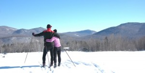 bnb-Couple_skiing